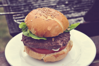 Hamburger sur le Barbecue