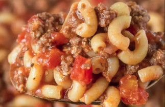 La fameuse recette de macaroni sauce à la viande de maman! Humm!