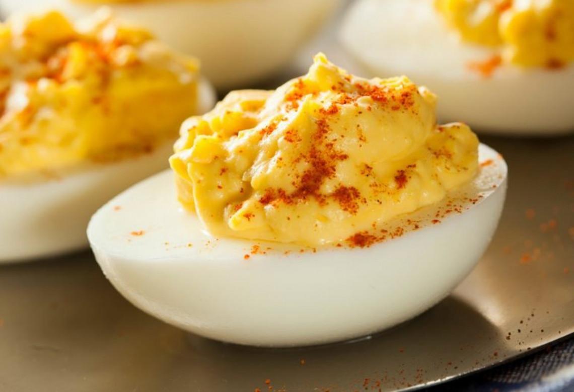 La meilleure recette d'œufs farcis au monde! (À essayer absolument)