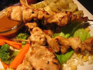 Brochettes de poulet aux arachides