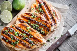 Poitrines de poulet grillées à la sauce sucré et piquante