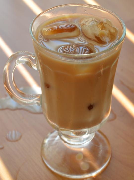 La recette de café glacé maison la plus facile à faire...
