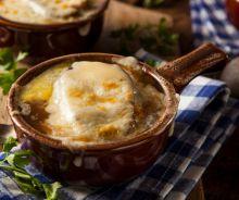 Soupe gratinée à l'oignon dans la mijoteuse