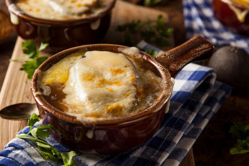 Recette facile de soupe gratinée à l'oignon dans la mijoteuse