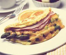 Omelette aux asperges et au jambon