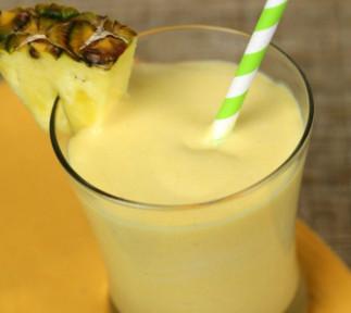 Recette facile de smoothie à la mangue et à l'ananas!