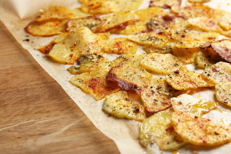 Recette facile de chips maison croustillante - Chips fait maison au four ...