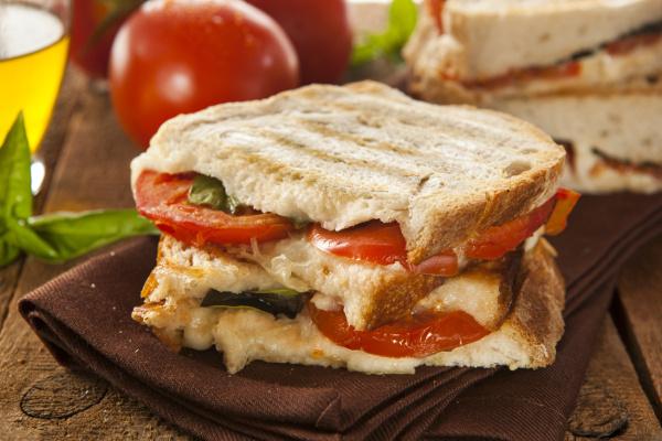 Panini Maison Au Jambon Tomates Et Mozzarella
