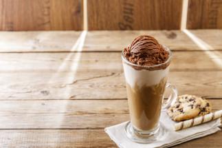 Café glacé et crème glacée au chocolat