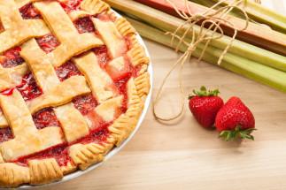 Tarte de saison fraises et rhubarbes