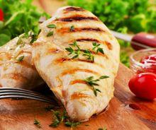 Poitrine de poulet mariné pour le BBQ