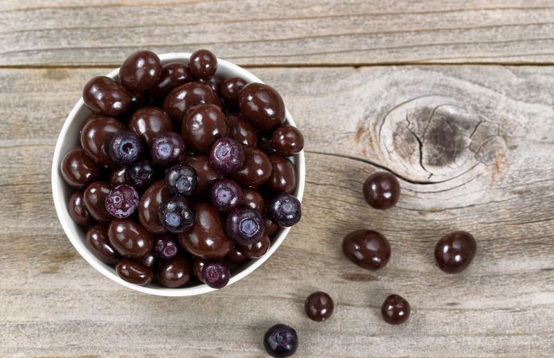 Recette facile de bleuets enrob s de chocolat noir for 1 cuillere a table en ml
