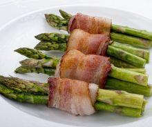 Asperges enroulées de bacon