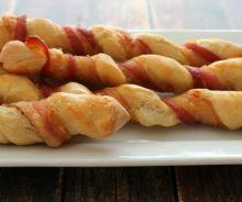 Bâtonnets de pain enroulé de bacon