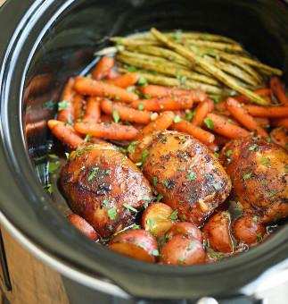 Poulet et légumes dans une sauce miel et ail à la mijoteuse