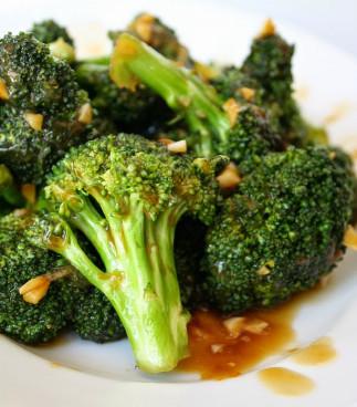 Brocoli dans une sauce asiatique