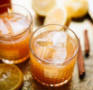 Une recette de whiskey sour au sirop d'érable et cannelle!