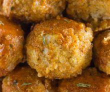 Boulettes de chou-fleur et de quinoa à la sauce Buffalo