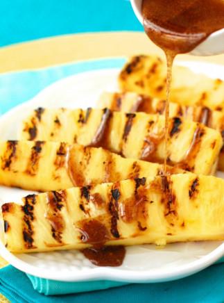Ananas grillés avec une sauce miel et cannelle