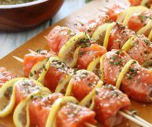 Brochettes de saumon sur le barbecue