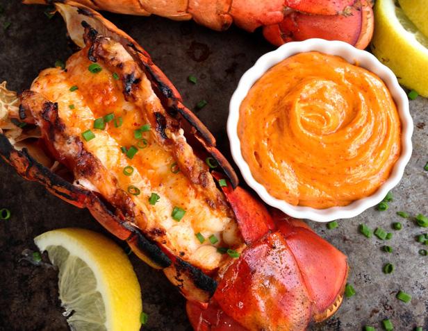 Recette de queue de homard et beurre au sriracha - Recette queue de langouste grillee au barbecue ...