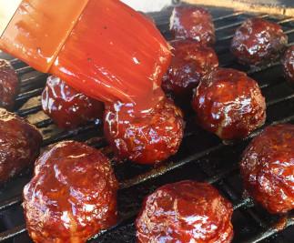 Boulettes de viande sur le BBQ