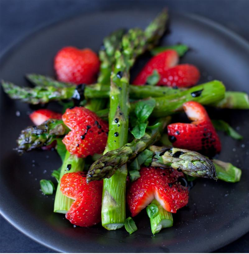 Asperges aux fraises balsamique