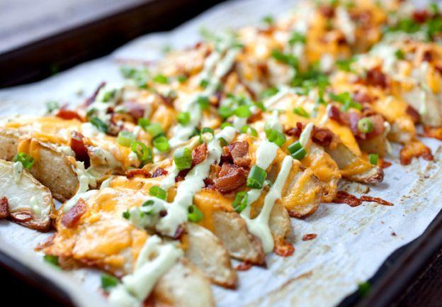Recette de quartiers de pommes de terre au bacon gratinés