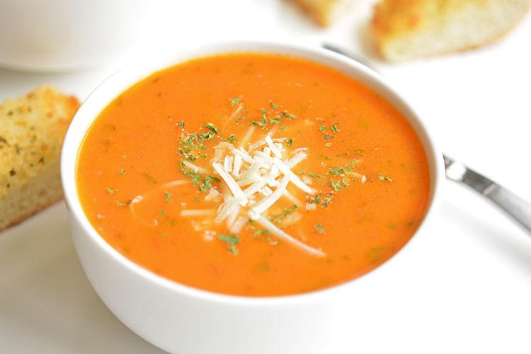 la meilleure recette de soupe tomate et basilic. Black Bedroom Furniture Sets. Home Design Ideas
