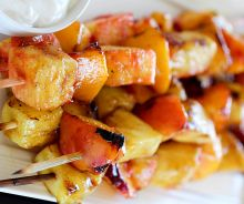 Brochettes de fruits sur le BBQ