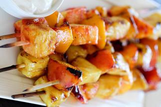 Brochettes de fruits sur le BBQ