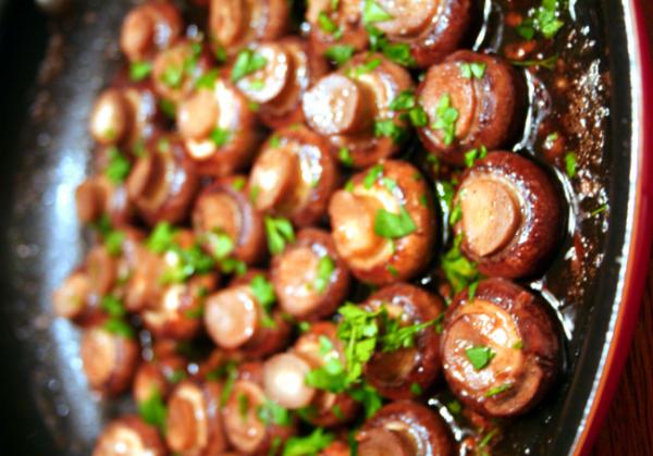 Recette facile de champignons au vin rouge et à l'ail