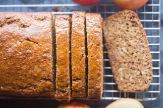 Recette facile de pain à la compote de pommes et cannelle!