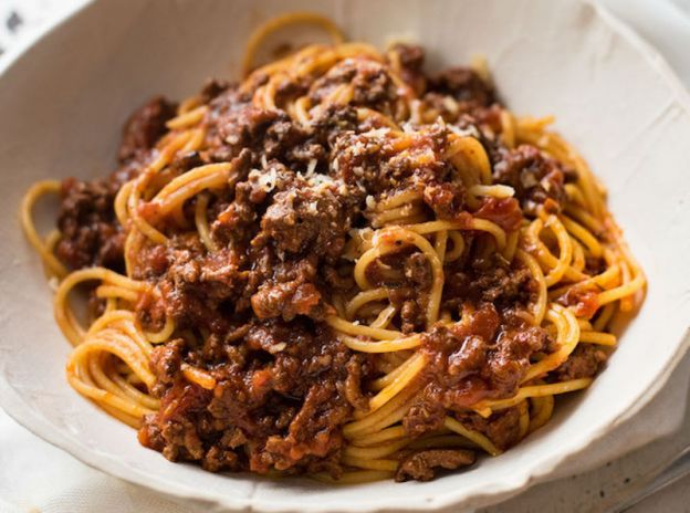 how to make spaghetti bolognese with sauce