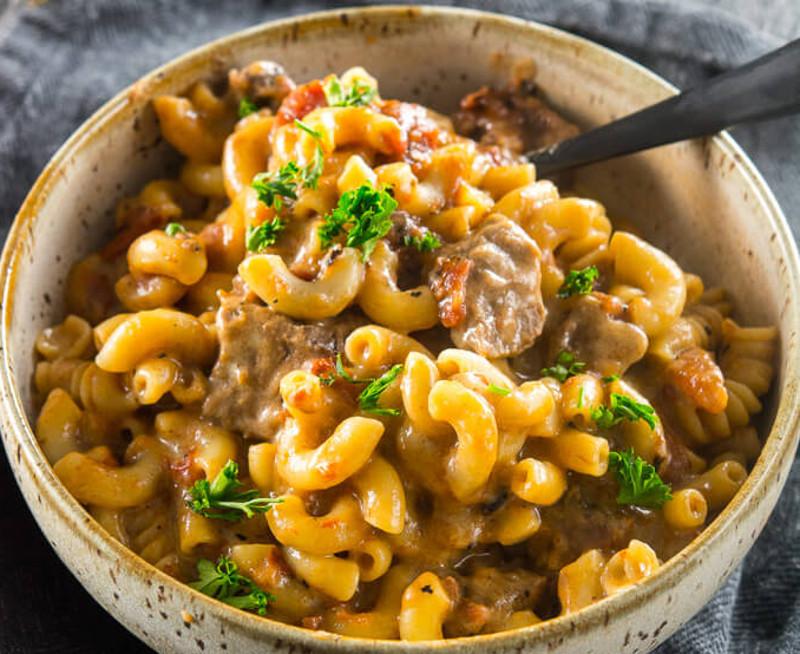 Recette facile de macaroni au fromage et à la bière dans la mijoteuse