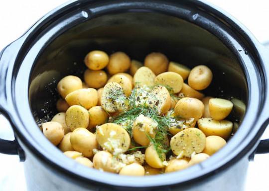 Recette facile de patates à l'ail et au parmesan dans la mijoteuse