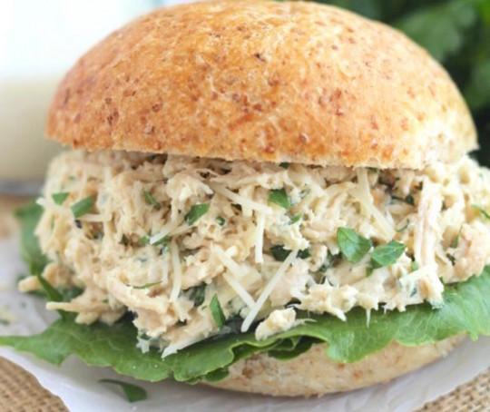 Recette facile de sandwich au poulet César dans la mijoteuse