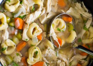 Soupe au poulet et tortellini à la mijoteuse