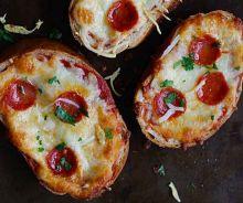 Toast de pizza au pain à l'ail