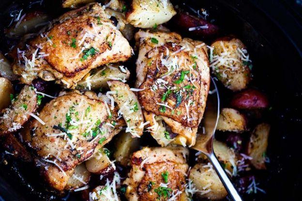 Recette facile de Poulet à l'ail et Parmesan (et patates) dans la mijoteuse