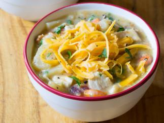 Soupe aux patates et poulet dans la mijoteuse