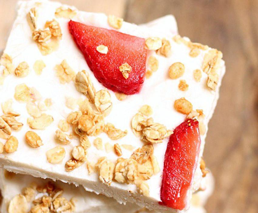 Recette facile de barres aux fraises, yogourt et granola