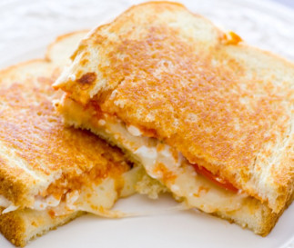 Une recette facile de grilled cheese à la lasagne