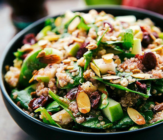 Salade santé au quinoa, pommes et amandes