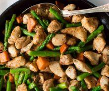 Casserole de poulet, asperges et patates douces