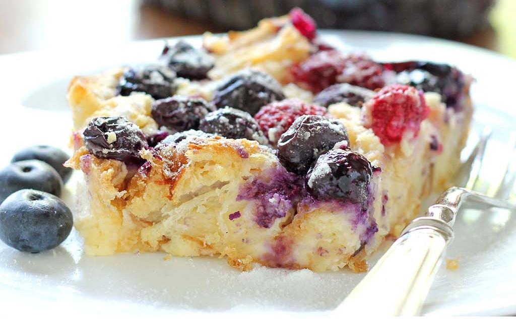 Recette facile de gâteau aux croissants et petits fruits