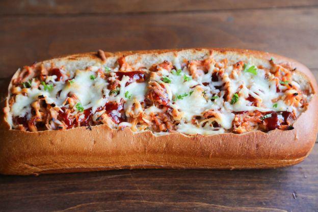 Recette facile de pain fourr au poulet sauce bbq - Idee recette barbecue ...