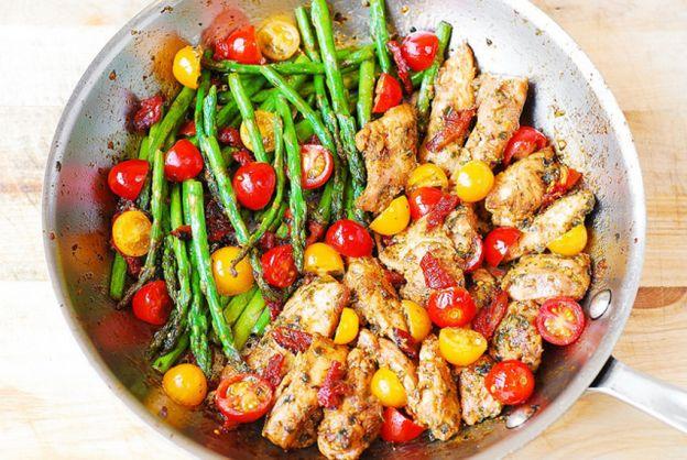 Recette facile de Casserole de poulet, légumes et pesto