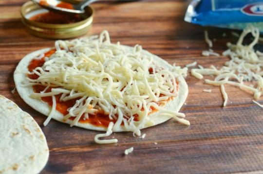 Recette de pizza au tortillas très facile à faire