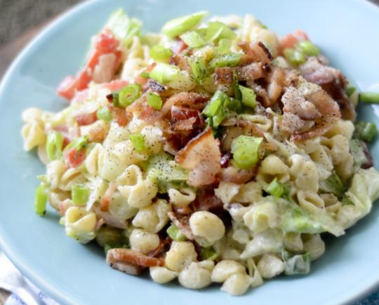 Recette facile de salade de pâtes BLT!